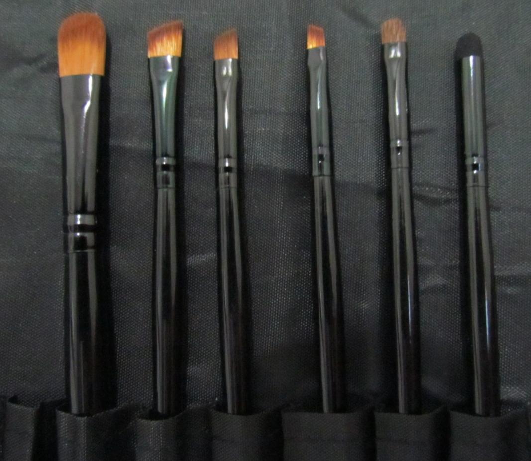 Pincéis para delinear e esfumar sombra ou lápis nos olhos.